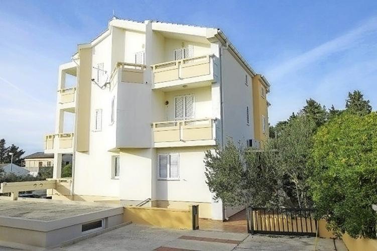 Apartments Tomy Novalja Außenansicht