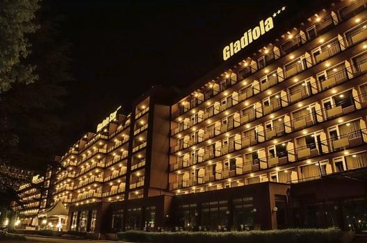 Hotel Gladiola Goldstrand Außenansicht Nacht Party